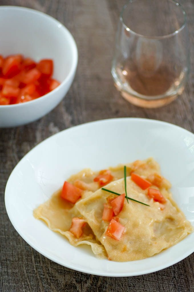 This shortcut lobster ravioli recipe uses wonton wrappers instead of fresh pasta! Easy enough for weeknight dinner. #lobster #lobsterravioli