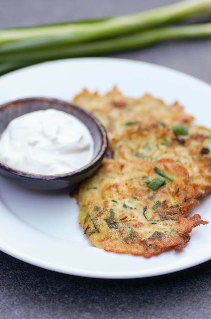 Easy Zucchini Scallion Fritters are one of the best ways to use up all of your seasonal CSA produce! With only 6 ingredients, this prep-ahead recipe is perfect for summer. #zucchini #zucchinifritters
